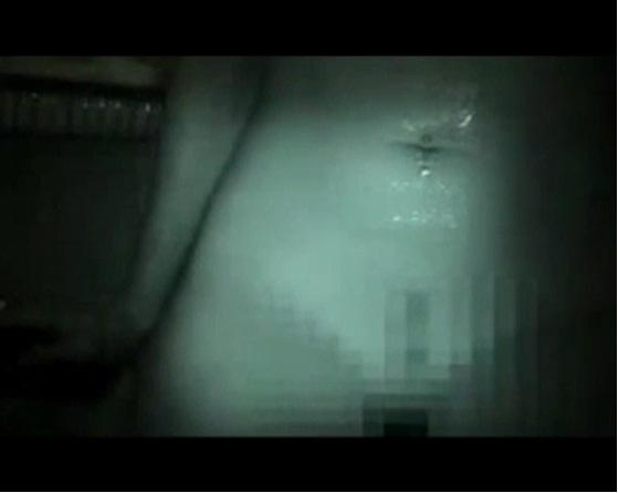 Групповая мастурбация в общественном месте видео женщины