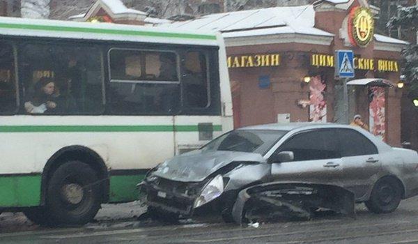 Драка в центре Ростова водителя автобуса избили за спровоцированное тройное ДТП