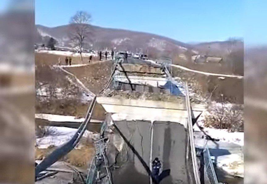 Милиция считает, что большегруз немог стать предпосылкой обрушения моста вПриморье