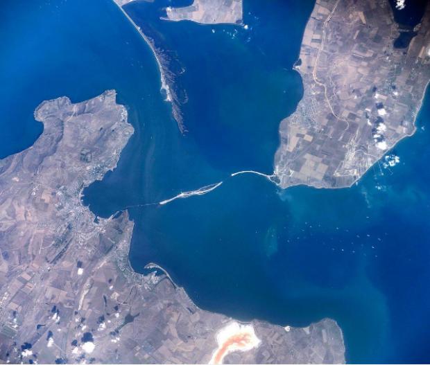 Строительство Керченского моста сняли изкосмоса