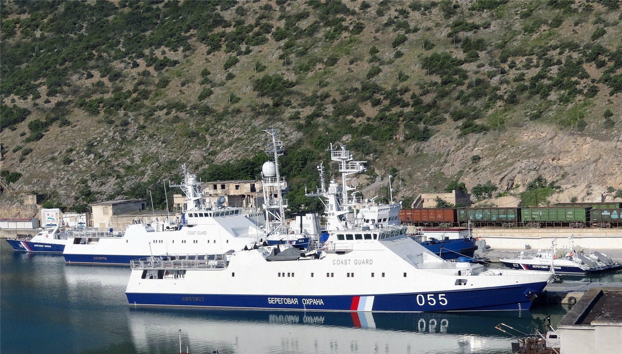 Таможенники спасли экипаж яхты, терпевшей бедствие вЧерном море