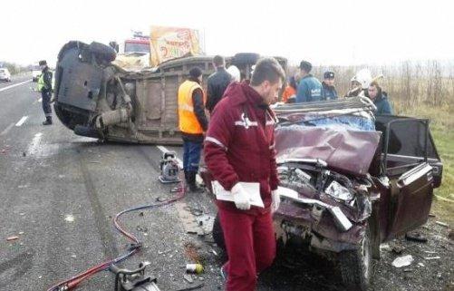 НаСтаврополье вДТП с фургоном погибла семья из 3-х человек