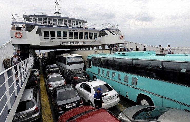 НаКерченской паромной переправе водителям грузовых фур советуют отказаться отпоездок
