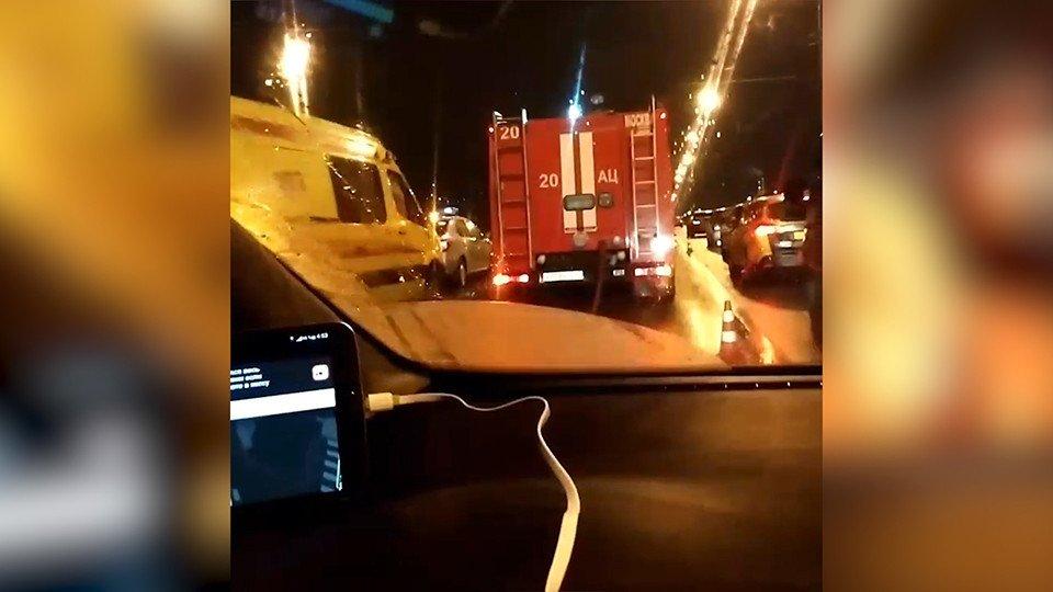 Один человек умер  вДТП с фургоном  дорожной службы наюге столицы