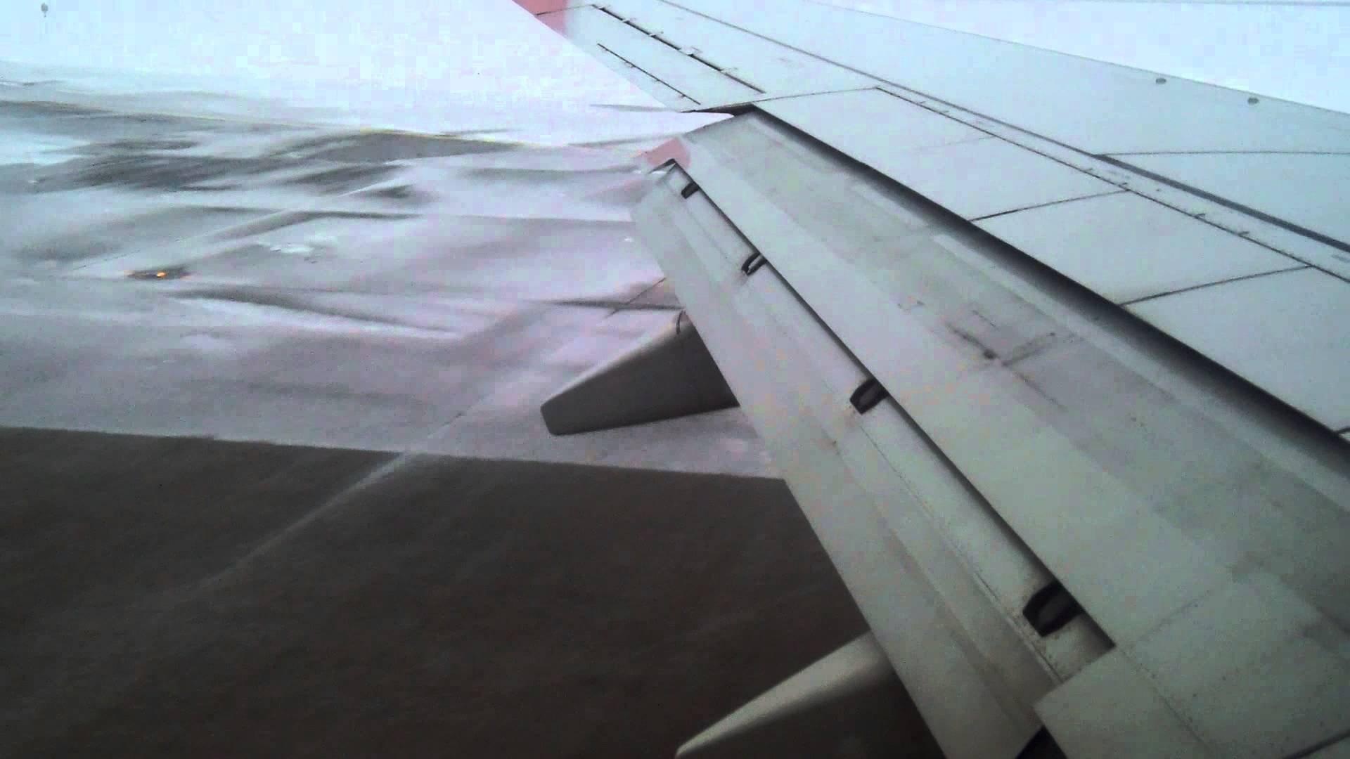 Самолет «Москва-Симферополь» из-за снегопада вКрыму сел вКраснодаре
