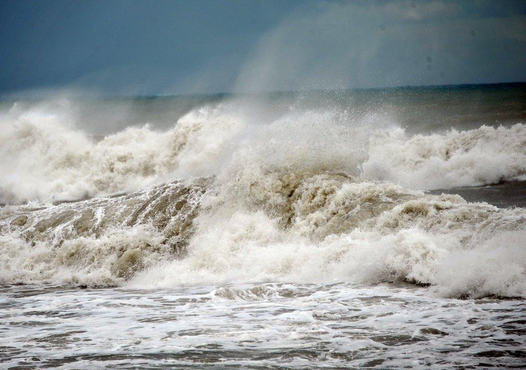 Керченская паромная переправа остановила работу из-за шторма