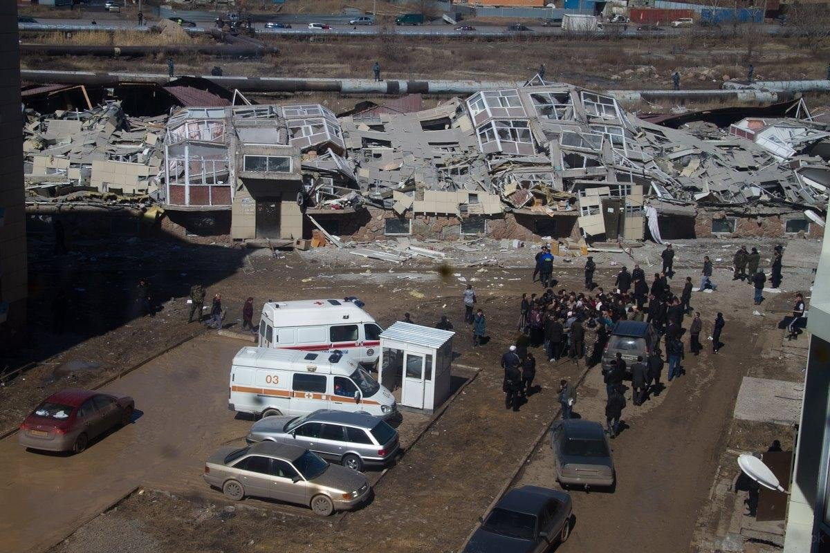 МВД: первопричиной обрушения жилого дома вКазахстане мог стать взрыв отопительного котла