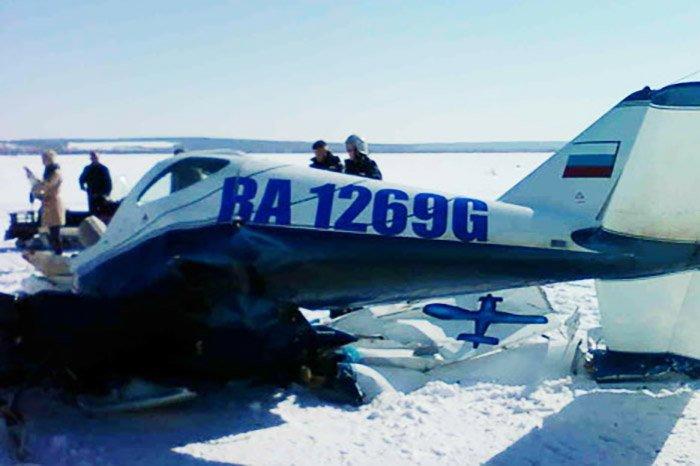 Легкомоторный самолёт вПодмосковье влетел всугроб, двое пострадали