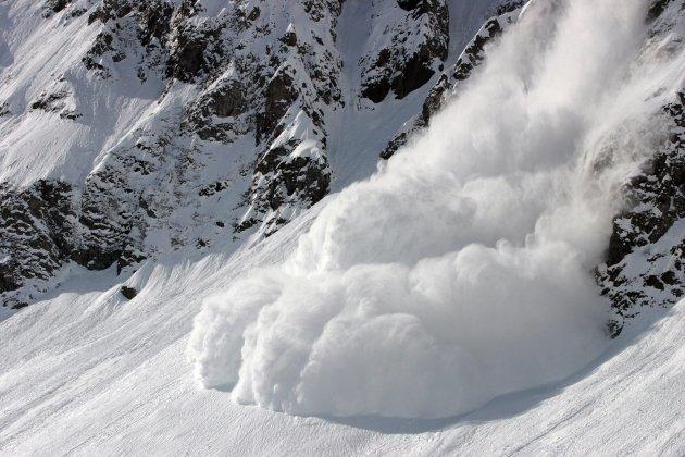 Угроза схождения снежных лавин объявлена вКрыму