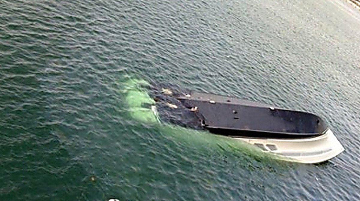 Лодка срыбаками перевернулась вКрыму, есть жертвы