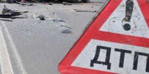Два человека погибли при столкновении автомобиля с троллейбусной опорой в Крыму