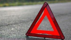 В Крыму автомобиль врезался в отбойник - водитель погиб, пострадали двое детей