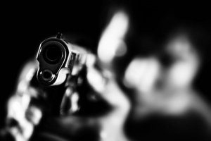 В Индии мужчина застрелил жену за не вовремя поданный обед