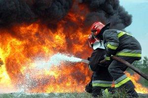 В Симферополе на пожаре спасли 18 взрослых и 7 детей