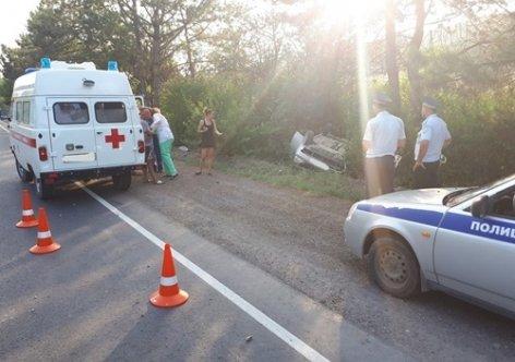 Вужасающем ДТП вКрыму один человек умер, двое пострадали