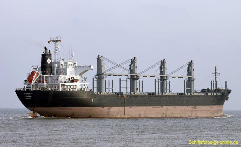 Крымские cотрудники экстренных служб эвакуировали гражданина Греции скипрского судна