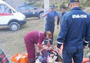 В Крыму спасатели эвакуировали женщину из пещерного города Мангуп-Кале