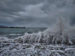 Непогода в Крыму приостановила работу Керченской переправы
