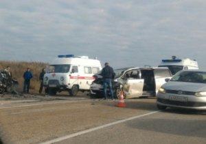 На крымской трассе в ДТП столкнулись два автомобиля – есть погибшие